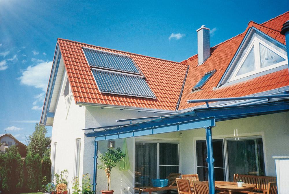 Neubau mit Paradigma Solarkollektoren